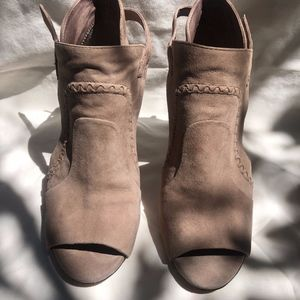 Beige/Taupe suede Vince Camuto heels size 5.5